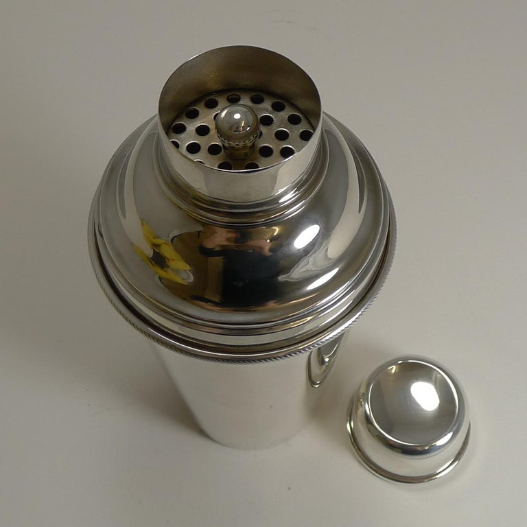 Vintage English Art Deco Silver Plated Cocktail Shaker with Integral Ice Breaker For Sale 1