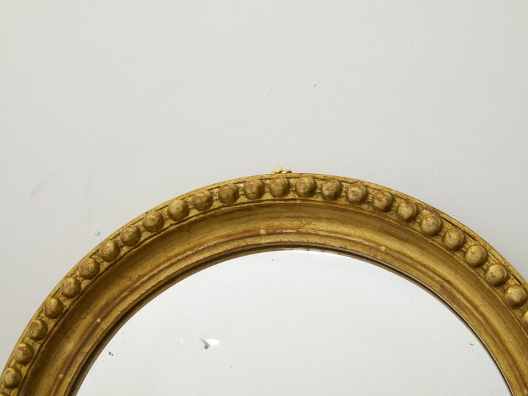 Vintage English Midcentury Giltwood Convex Mirror with Beaded Motifs In Good Condition For Sale In Atlanta, GA