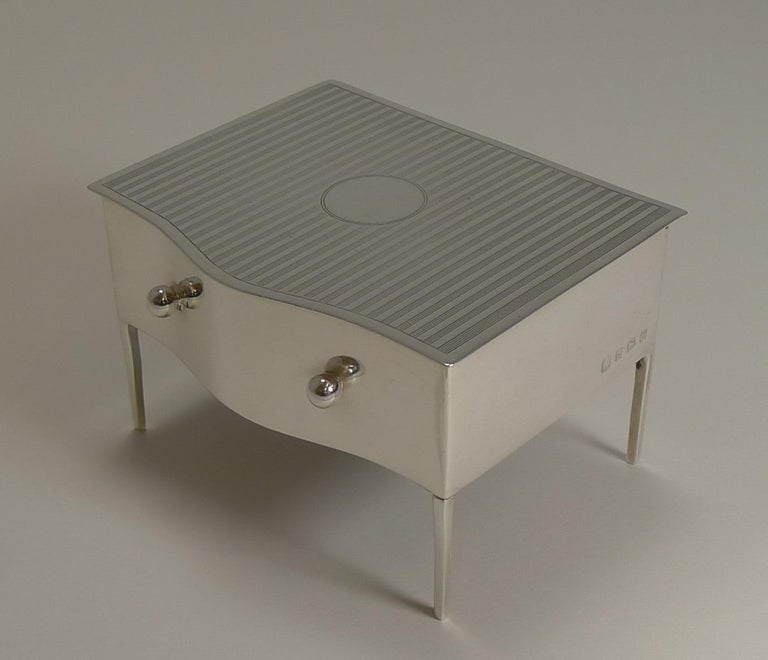 Vintage English Sterling Silver Jewelry / Ring Box in the Form of a Dresser In Good Condition For Sale In London, GB