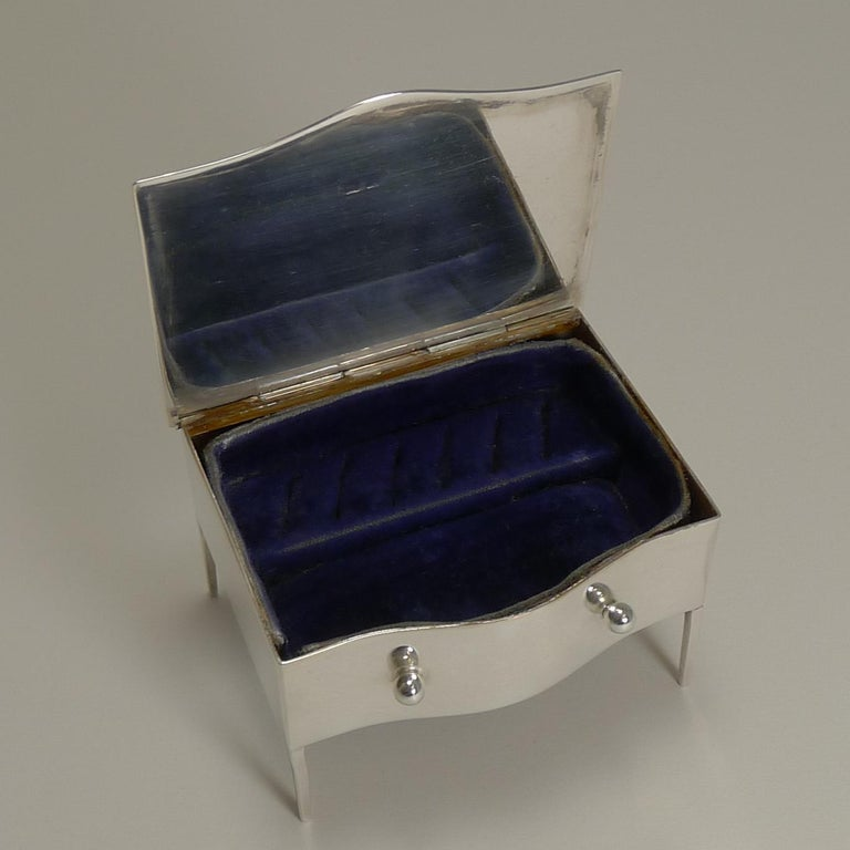 Vintage English Sterling Silver Jewelry / Ring Box in the Form of a Dresser For Sale 5