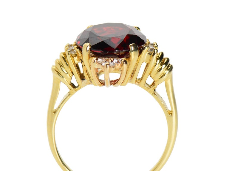 Women's Vintage Estate 18 Karat Garnet and Diamond Ring For Sale