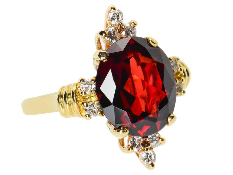 Vintage Estate 18 Karat Garnet and Diamond Ring For Sale 2