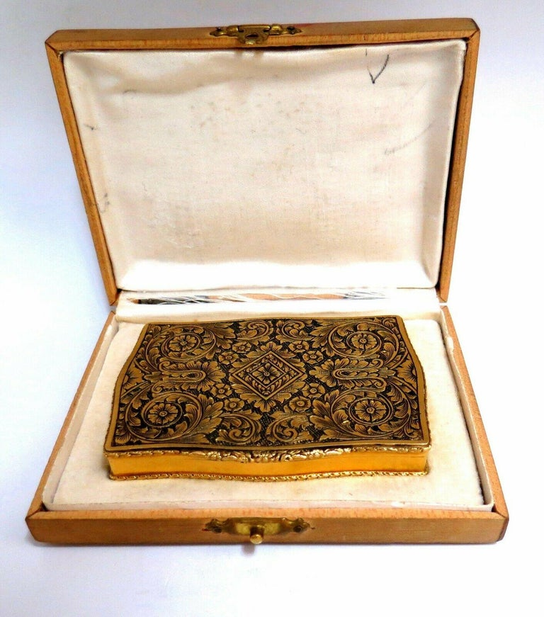 Vintage European Artisan Graver Gold Box Keepsake 18 Karat For Sale 8