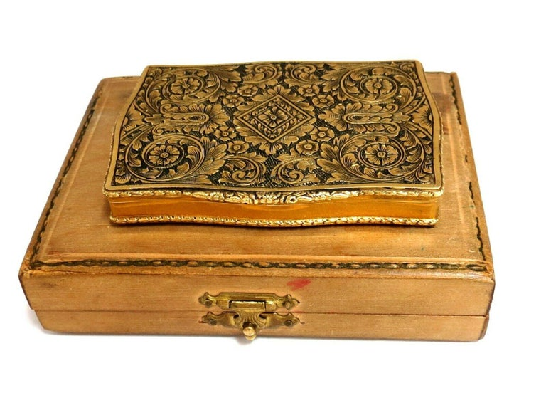 Vintage European Artisan Graver Gold Box Keepsake 18 Karat In Good Condition For Sale In New York, NY