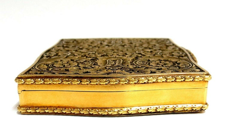 Women's or Men's Vintage European Artisan Graver Gold Box Keepsake 18 Karat For Sale