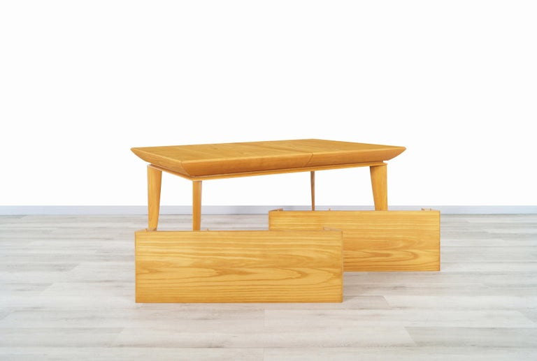 Mid-Century Modern Vintage Expanding Dining Table by Paul Laszlo for Brown Saltman For Sale