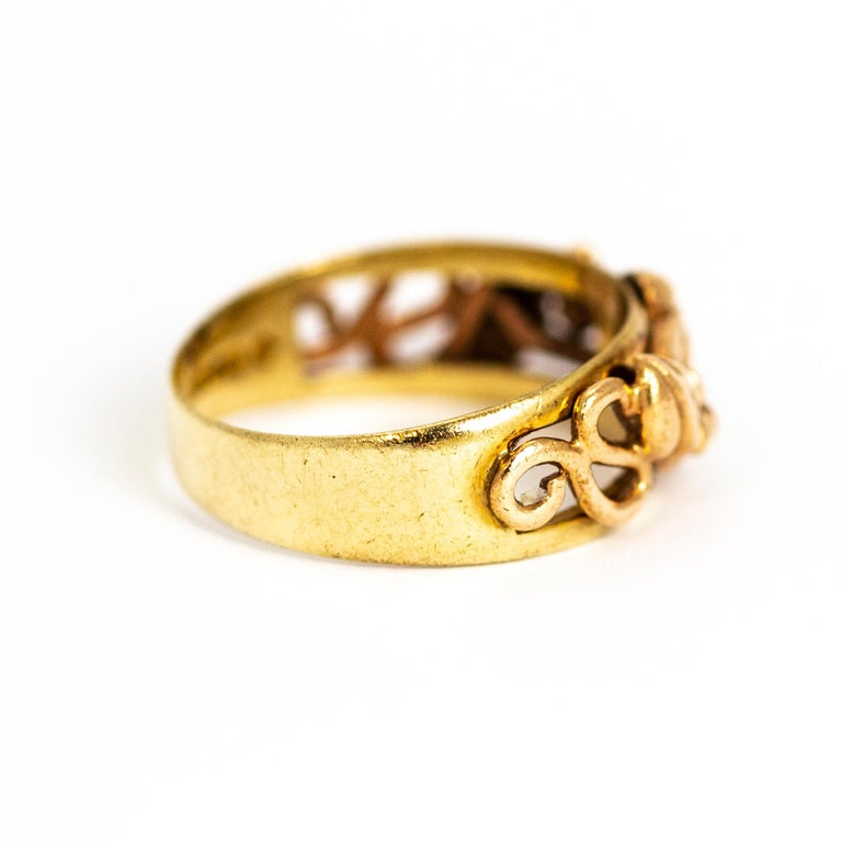 Vintage Fancy 9 Carat Gold Wedding Band In Good Condition For Sale In Chipping Campden, GB