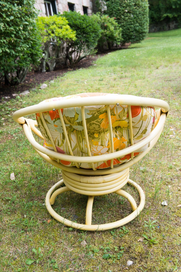 Vintage Ficks Reed Circular Rattan Rocking Chair In Good Condition For Sale In Stamford, CT