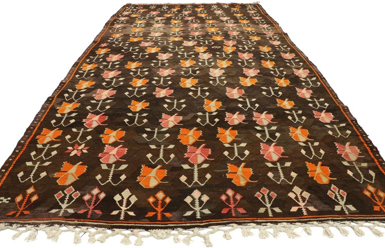Hand-Woven Vintage Flat-Weave Turkish Floral Kilim Rug with Boho Farmhouse Style For Sale