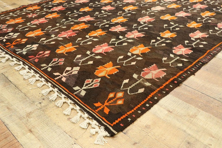 20th Century Vintage Flat-Weave Turkish Floral Kilim Rug with Boho Farmhouse Style For Sale