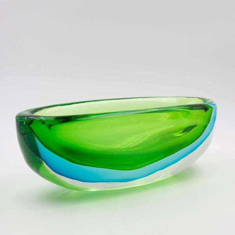 Very fine and large Seguso bowl in glass submerged in blue and green tones
