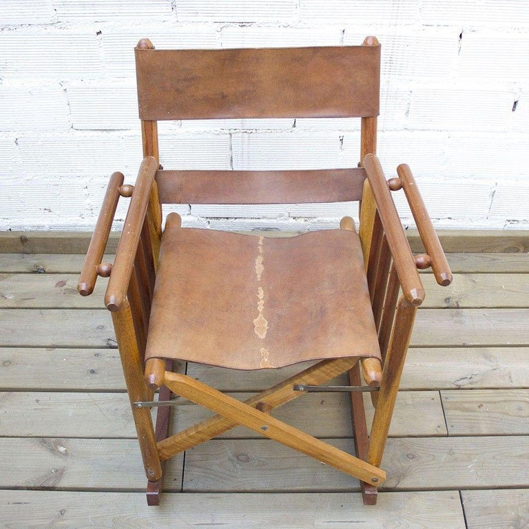 Vintage Folding Leather and Wood Rocking Chair In Good Condition For Sale In Barcelona, Barcelona