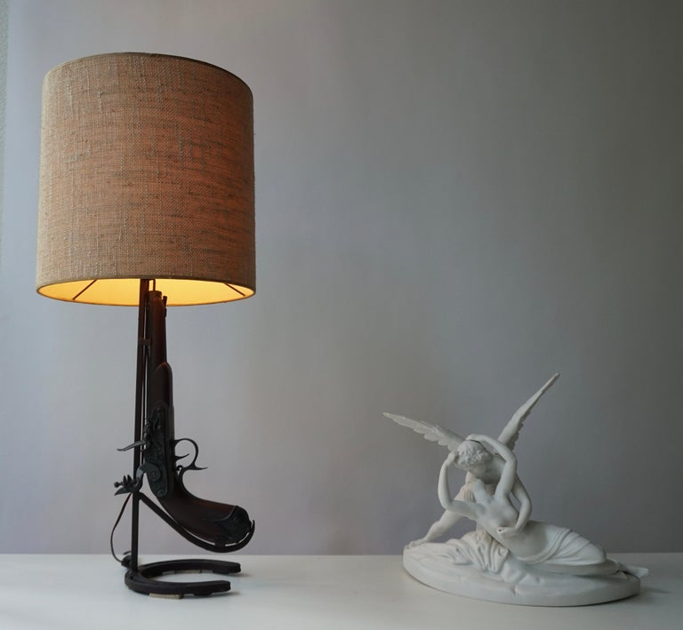 Vintage Folk Art Gun Lamp of Wrought Iron and Wood In Good Condition For Sale In Antwerp, BE