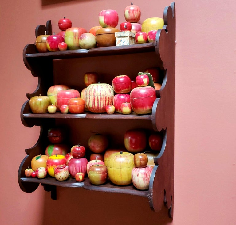 62 Vintage Folk Art Hand Painted Apple Collection and Display, Circa 1890-1950 In Good Condition For Sale In New York, NY