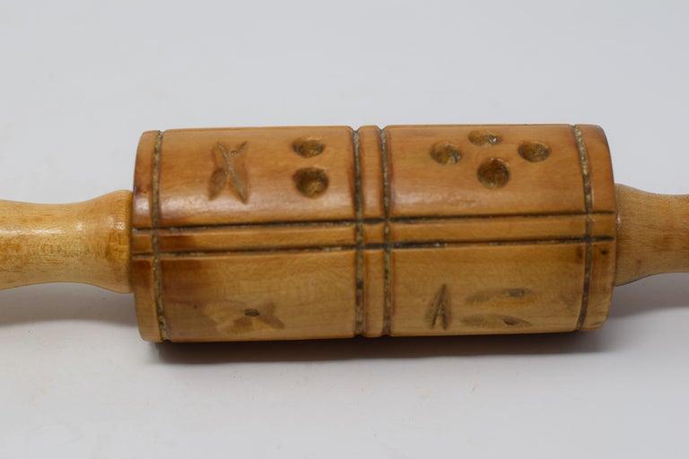 Vintage Folk Art Springerle Rolling Pin For Sale 1