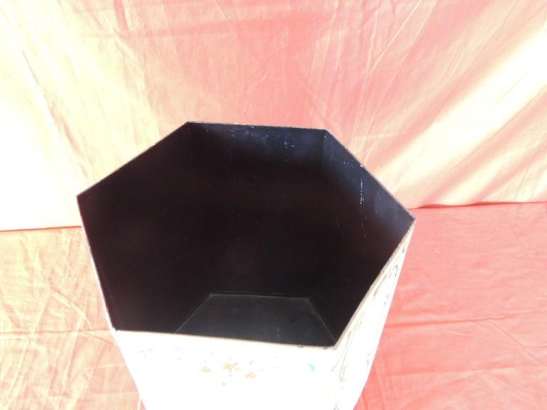 Vintage Folk Art Style Tole Waste Paper Basket In Good Condition For Sale In Fort Lauderdale, FL