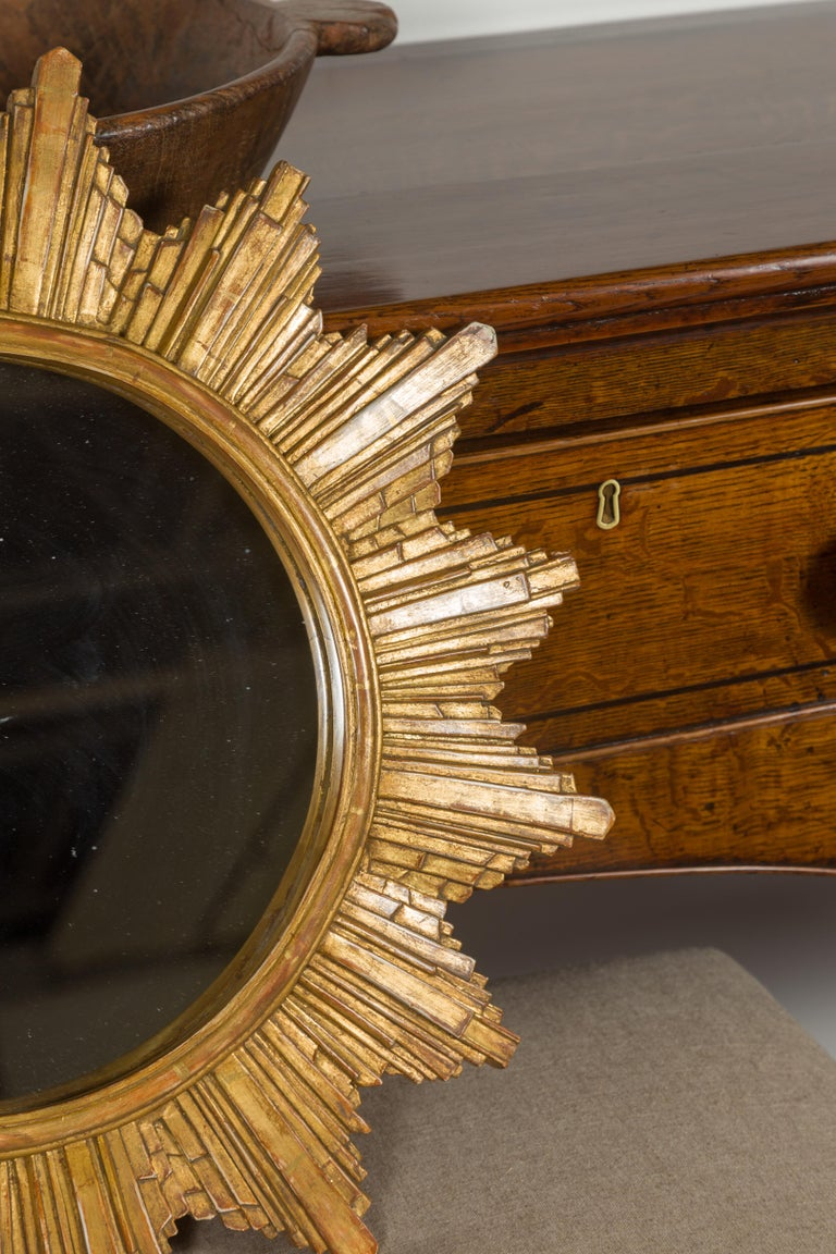 Vintage French 1970s Gilt Composition Sunburst Mirror with Rays of Varying Sizes For Sale 3