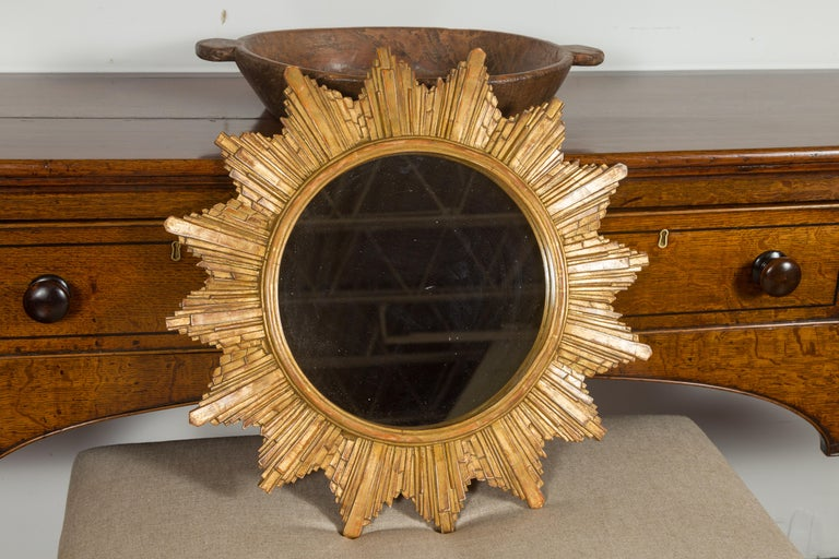 Vintage French 1970s Gilt Composition Sunburst Mirror with Rays of Varying Sizes For Sale 4