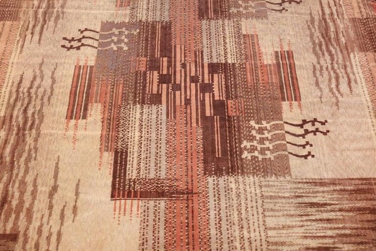 Hand-Woven Vintage French Art Deco Carpet. Size: 5 ft x 9 ft (1.52 m x 2.74 m) For Sale