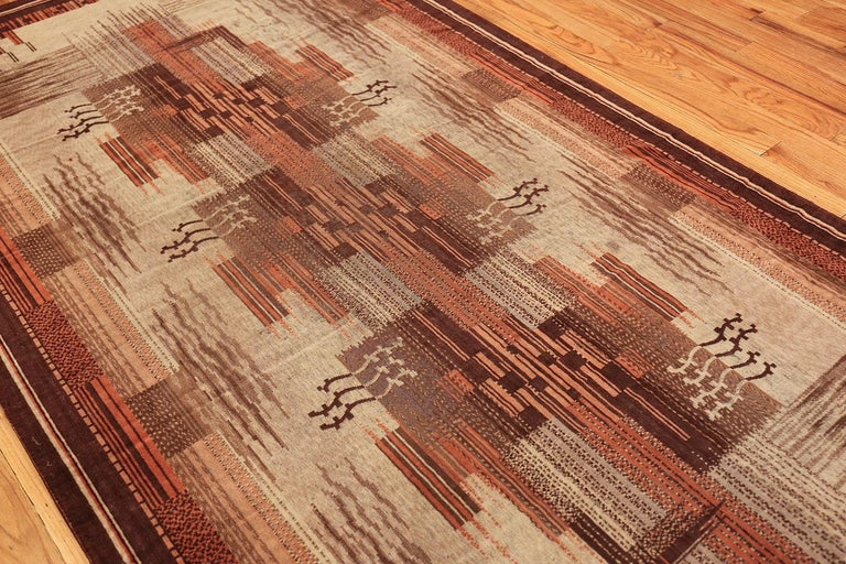 Wool Vintage French Art Deco Carpet. Size: 5 ft x 9 ft (1.52 m x 2.74 m) For Sale
