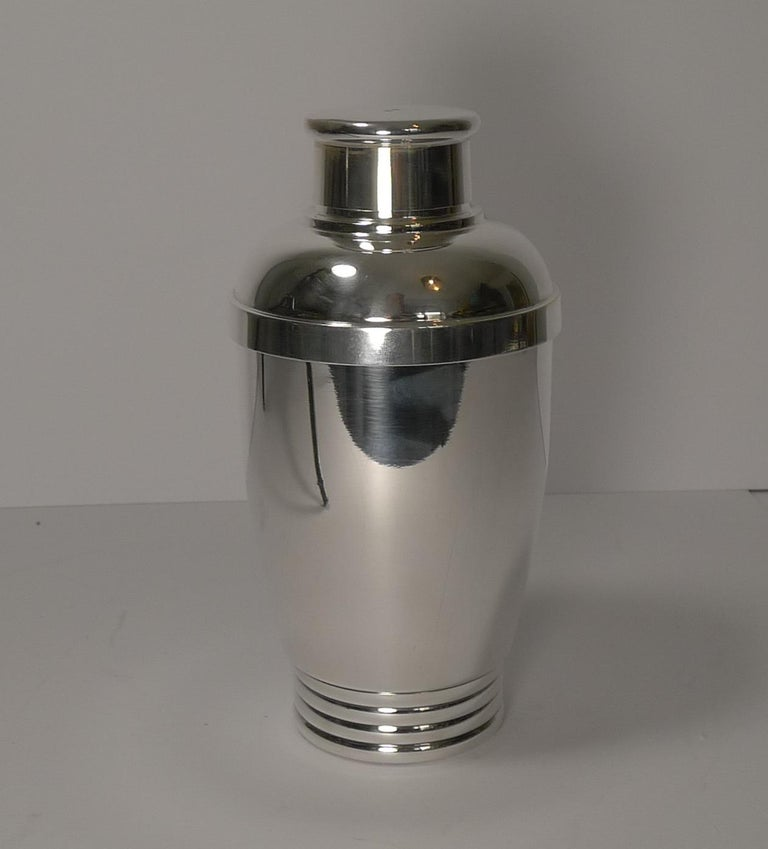 Vintage French Art Deco Silver Plated Cocktail Shaker, circa 1930 In Good Condition For Sale In London, GB