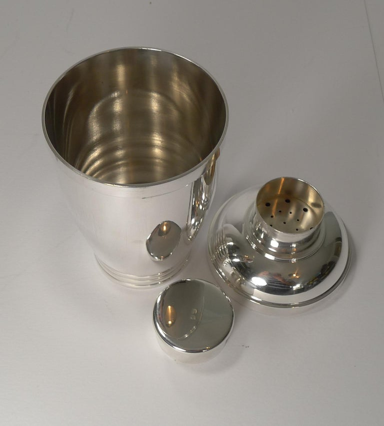 Vintage French Art Deco Silver Plated Cocktail Shaker, circa 1930 For Sale 4