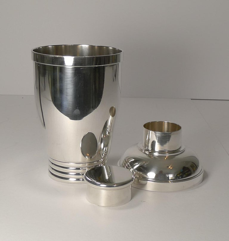 Vintage French Art Deco Silver Plated Cocktail Shaker, circa 1930 For Sale 5