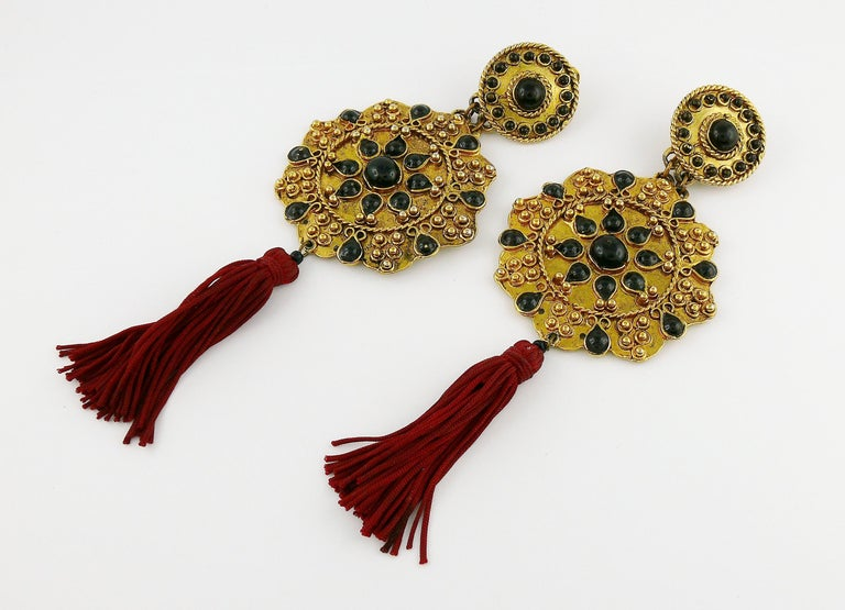 Gorgeous vintage French couture shoulder duster gold toned dangling earrings (clip-on) featuring an opulent Asian inspired design embellished with black enamel and a red tassel.  Unmarked.  Indicative measurements : height (including tassel) approx.