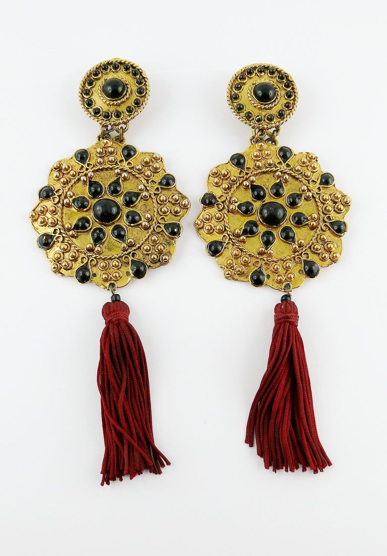 Vintage French Couture Asian Inspired Shoulder Duster Tassel Dangling Earrings In Good Condition For Sale In Nice, FR