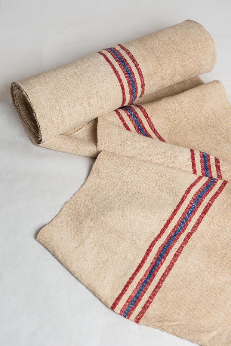 Many meters (mt. 12,40 x cm. 52) of a vintage French tissue, suitable for covering armchairs in a country or seaside home: difficult to find this quantity.! This tissue was used for French mail bags. There are other ones, with slightly different