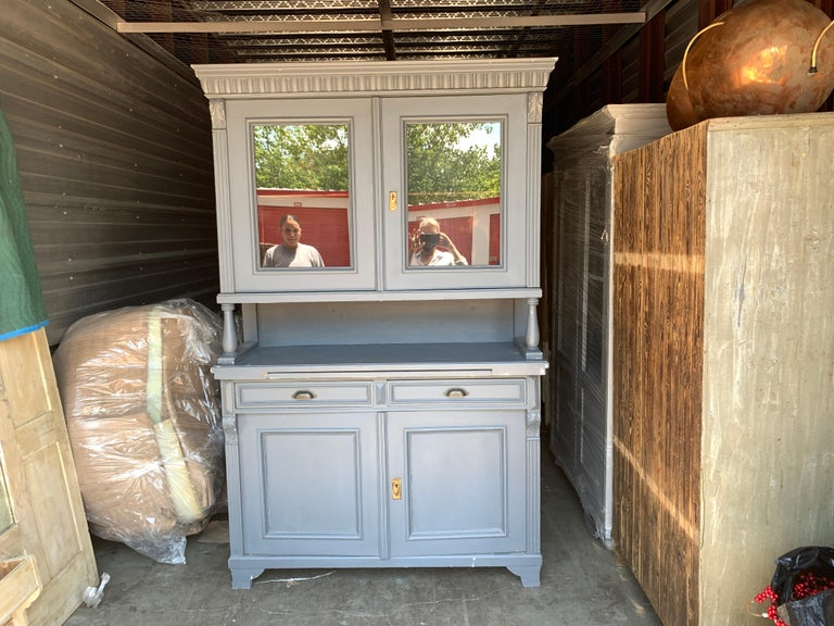 Vintage French Farmhouse Hutch In Good Condition For Sale In Los Angeles, CA