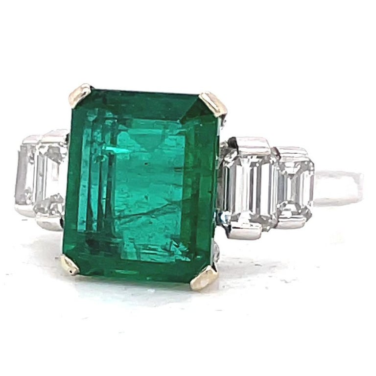 Vintage French GIA Zambian Emerald Diamond 18 Karat White Gold Ring In Excellent Condition For Sale In Beverly Hills, CA
