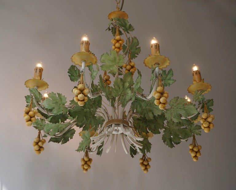Vintage French Gilt Grape Tole Chandelier In Good Condition For Sale In Antwerp, BE