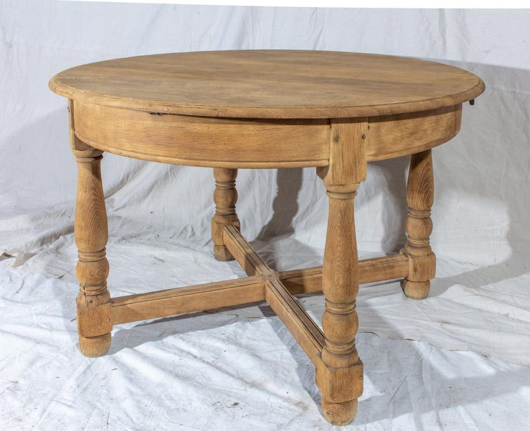 Vintage French Oak Butterfly Leaf Table In Good Condition For Sale In Houston, TX