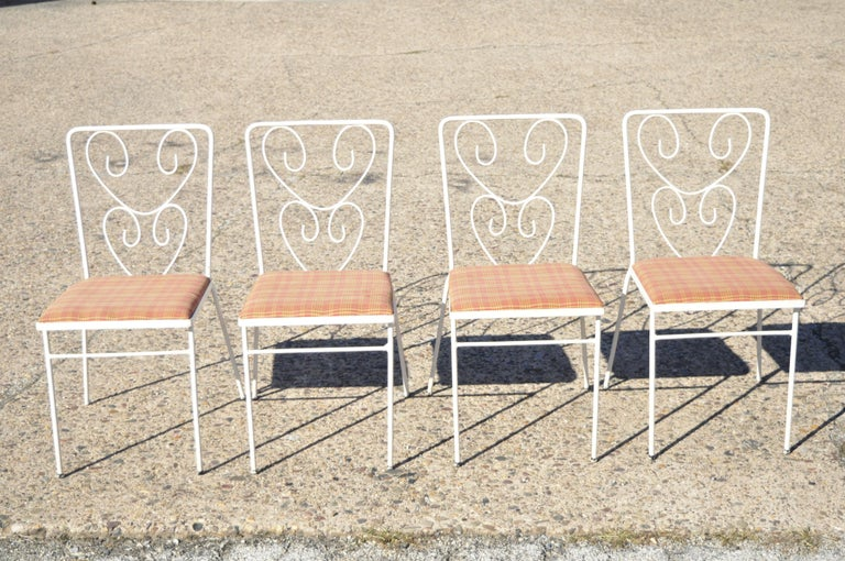 Vintage French Victorian style wrought iron flower garden patio dining set - 5 piece set. Set includes (4) chairs, (1) glass top table, flower backs, wrought iron construction, very nice vintage set, great style and form, circa mid-20th century.