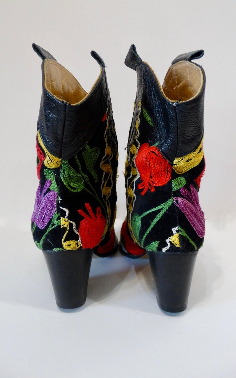 Galeri Cengiz Floral Embroidered Cowboy Booties  In Good Condition For Sale In Scottsdale, AZ