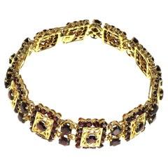 Vintage Garnets 18 Karat Gold Engraved Bracelet Handcrafted in Italy