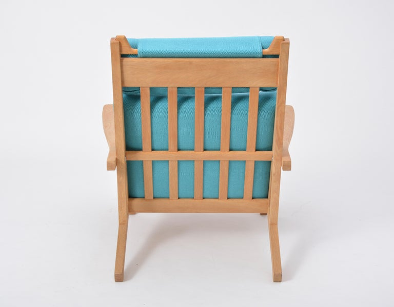 20th Century Turquoise Mid-Century Modern GE 375 Easy Chair by Hans J. Wegner for GETAMA  For Sale