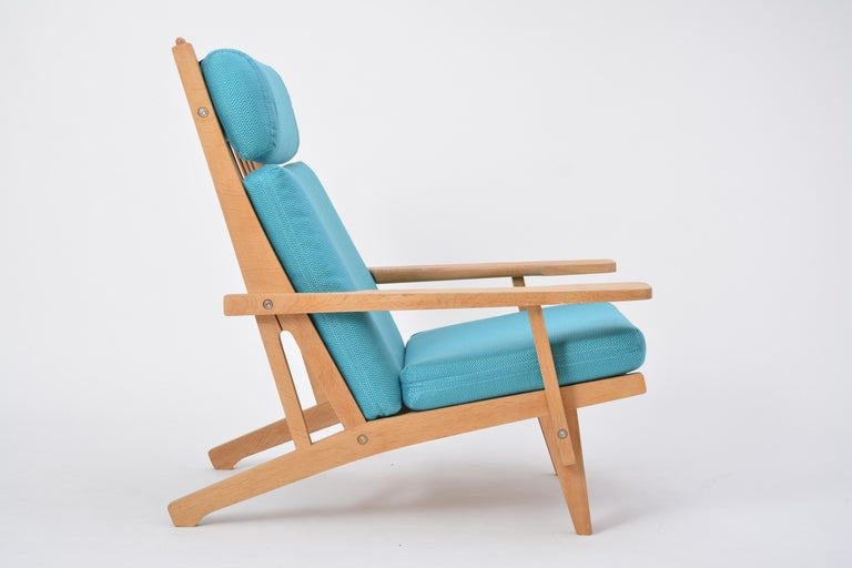 Turquoise Mid-Century Modern GE 375 Easy Chair by Hans J. Wegner for GETAMA  For Sale 2