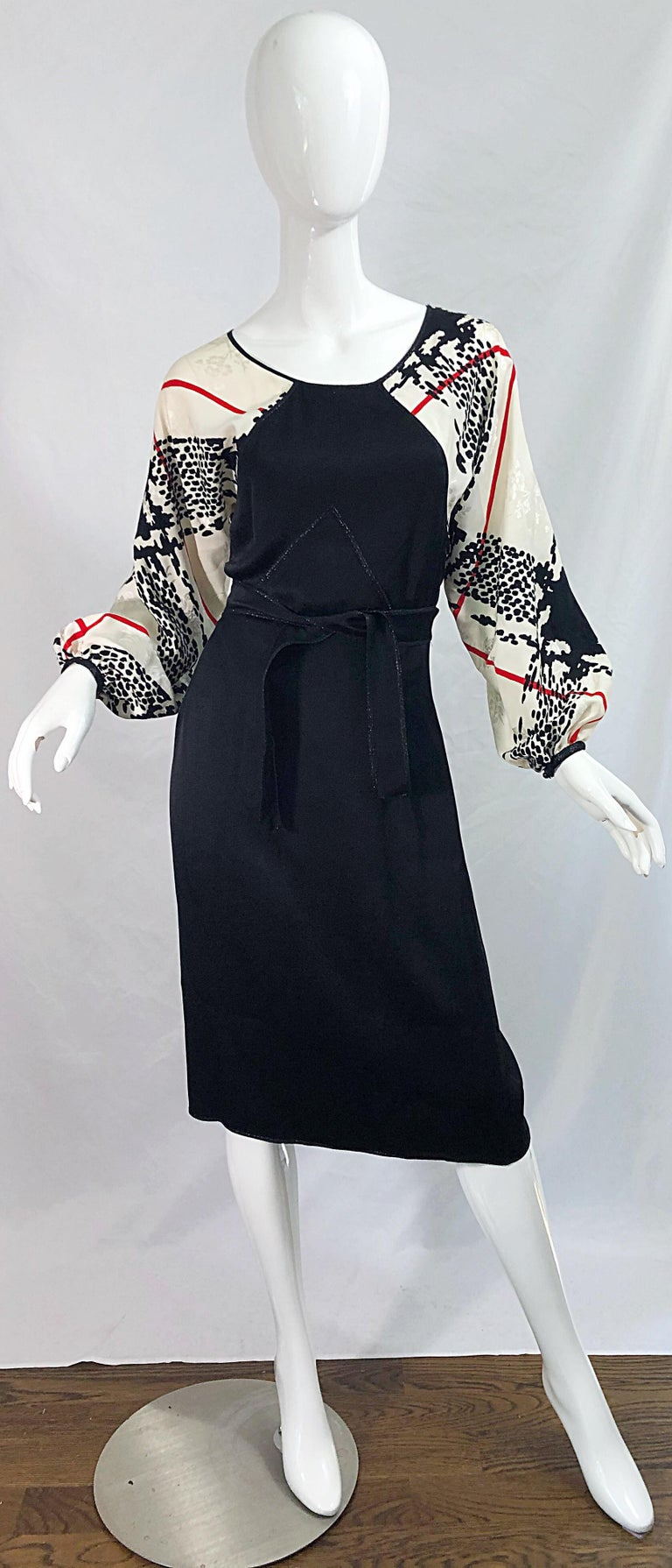 Vintage Geoffrey Beene Size 6 Houndstooth Black + White + Red Silk 80s Dress In Excellent Condition For Sale In Chicago, IL