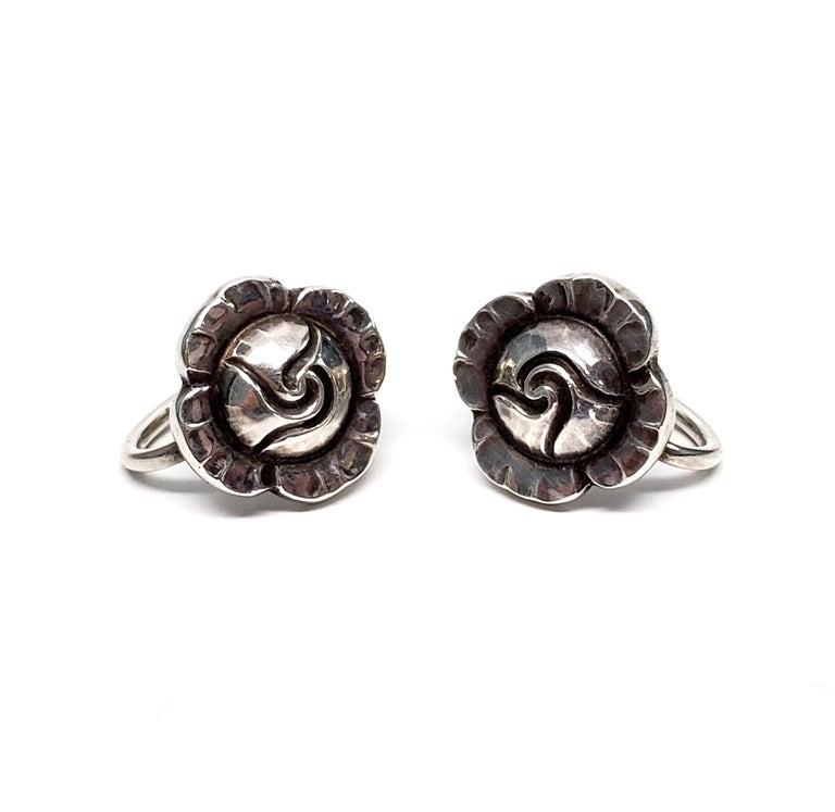 Vintage Georg Jensen sterling silver Flower #89 screw back earrings.  These beautifully detailed flower earrings are inspired by nature motifs, as is typical of Georg Jensen's work.  Measures 1/2