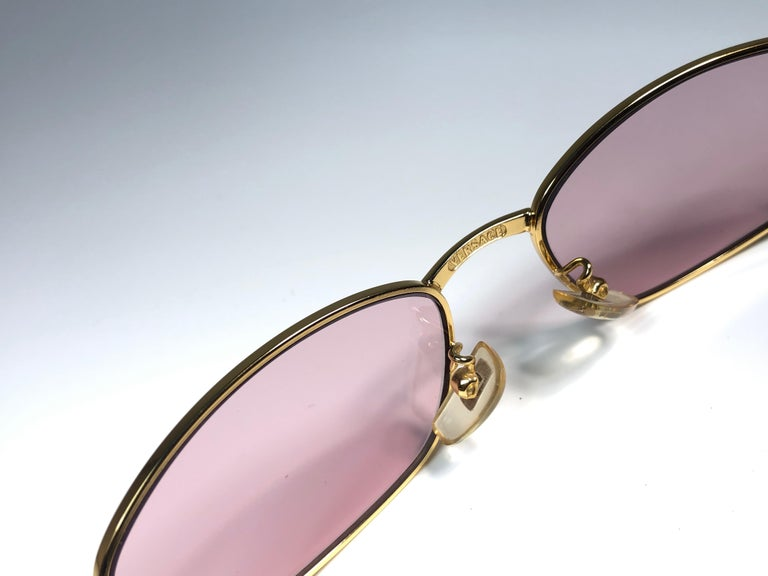 Vintage Gianni Versace Mod S80 Oval Small Sunglasses 1990's Made in Italy In Excellent Condition For Sale In Amsterdam, Noord Holland
