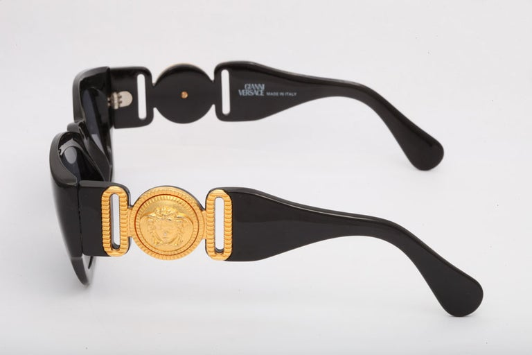Vintage Gianni Versace Sunglasses Mod 413/A In Excellent Condition In Chicago, IL