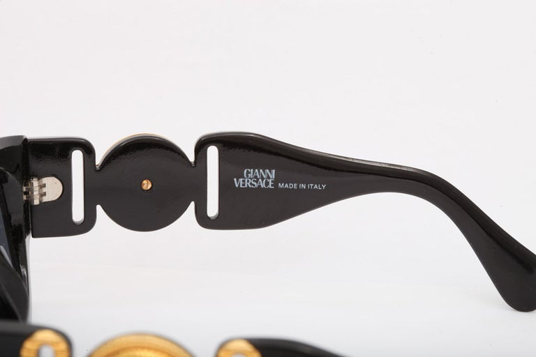 Vintage Gianni Versace Sunglasses Mod 413/A For Sale 1