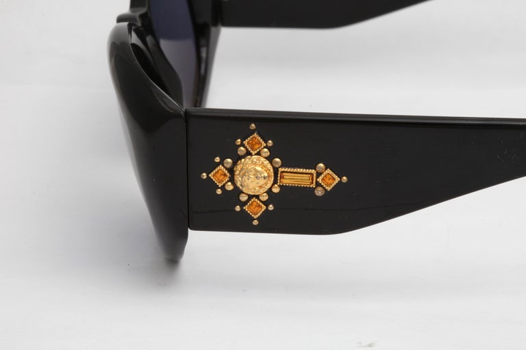 Vintage Gianni Versace Sunglasses Mod 4v4/C Col 852  In Excellent Condition In Chicago, IL