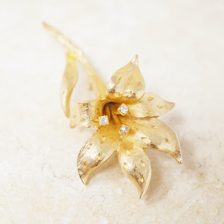 Vintage Gilded Lily Flower Figural Brooch with Crystals by Erwin Pearl, 1990s For Sale 3