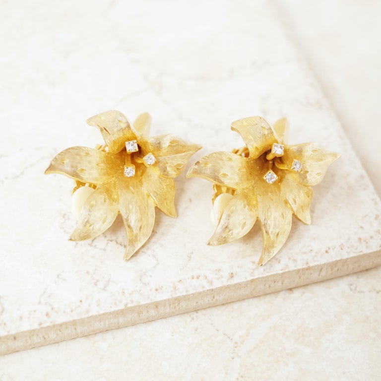 Vintage Gilded Lily Flower Figural Earrings With Crystals by Erwin Pearl, 1990s In Excellent Condition For Sale In Los Angeles, CA