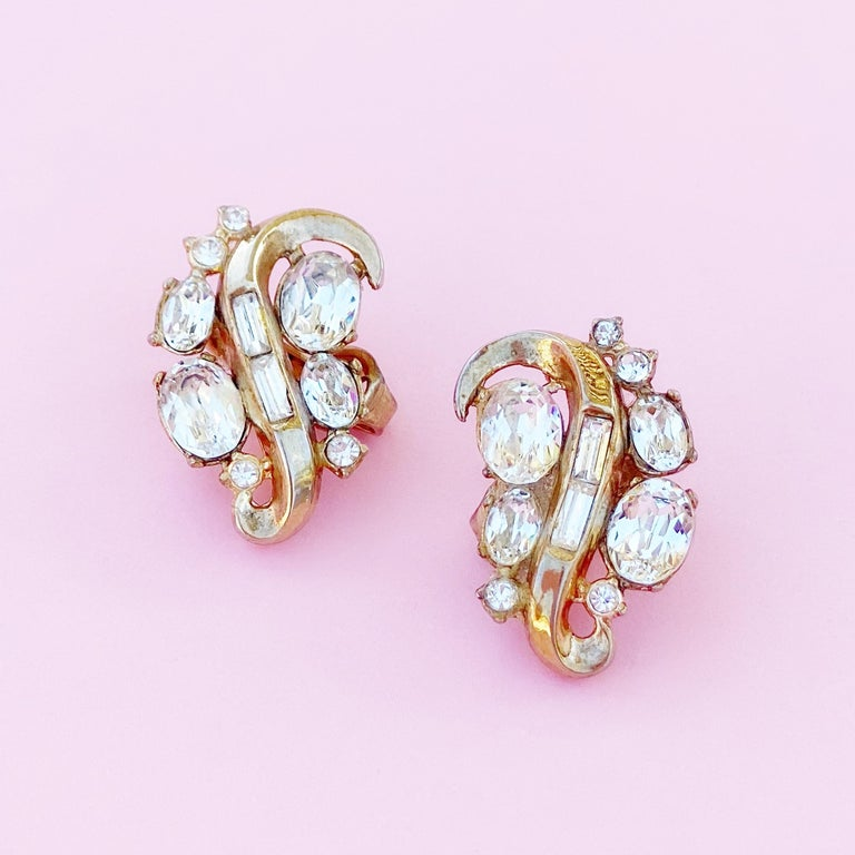 Modern Vintage Gilded Swirl Cocktail Earrings With Crystals By Crown Trifari, 1950s For Sale