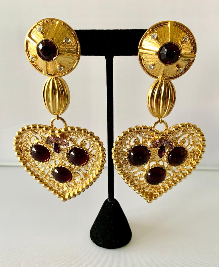 Large vintage French statement clip-on earrings comprised out of gilt metal