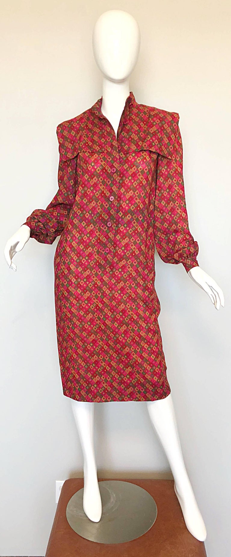 Chic 80s HUBERT DE GIVENCHY lightweight wool sac dress! Since Givenchy s unfortunate death last month, pieces actually designed by the legendary designer have become highly sought after. This beautiful gem was designed by the man